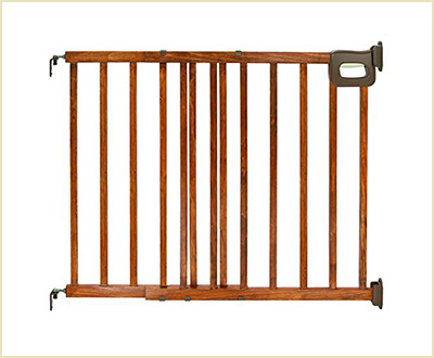 The Deluxe Staircase Simple to Secure Gate by Summer Infant